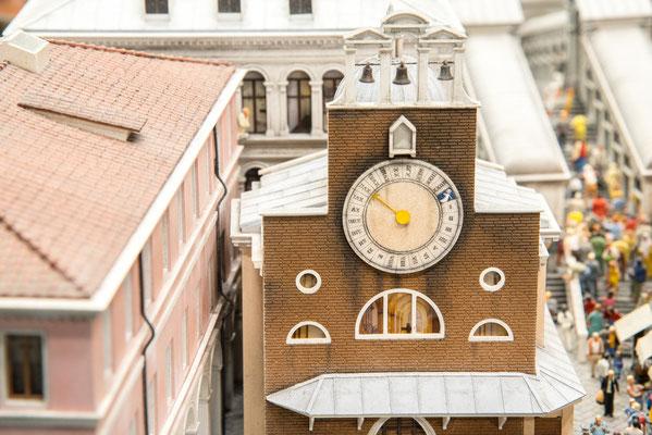 Venedig, ein Haus mit Uhr