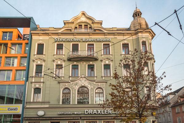 Jakominiplatz 13 Graz Monumentales Haus mit reich gegliederter, stuckierter Fassadengestaltung im Übergangsstil vom Späthistorismus zum Jugendstil. 1909  errichtet