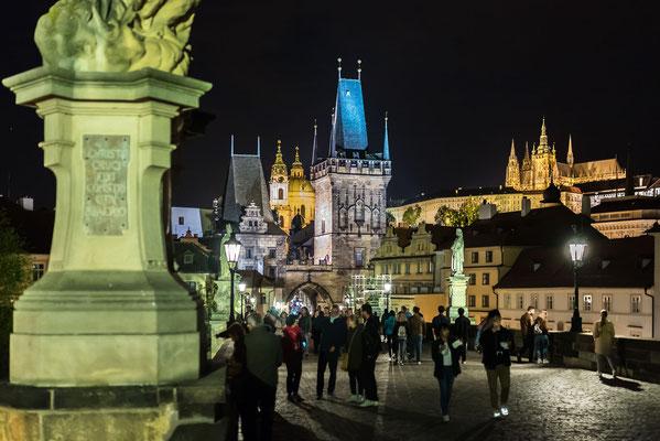 Blick von der Karlsbrücke zur Prager Burg und Veitsdom
