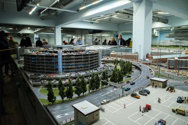Parkhaus am Flughafen