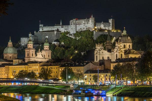 Salzach, Altstadt (Domviertel) und die mächtige Festung Hohensalzburg