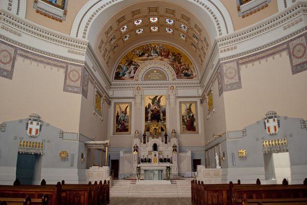 Altar der Karl-Borromäus-Kirche, nach Max Hegele