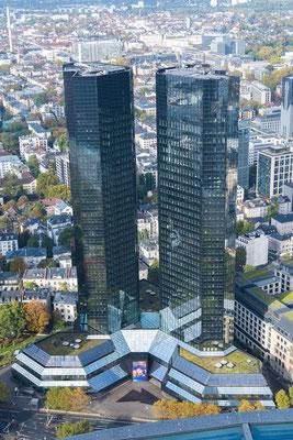 Deutsche Bank Twin-Towers in Frankfurt am Main, aufgenommen vom Main Tower