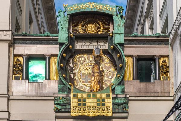 Anker Uhr am Hohen Markt. Die Ankeruhr gilt als eines der herausragenden Werke des Jugendstils