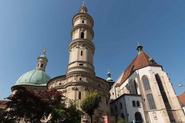 Grazer Dom mit Mausoleum links.