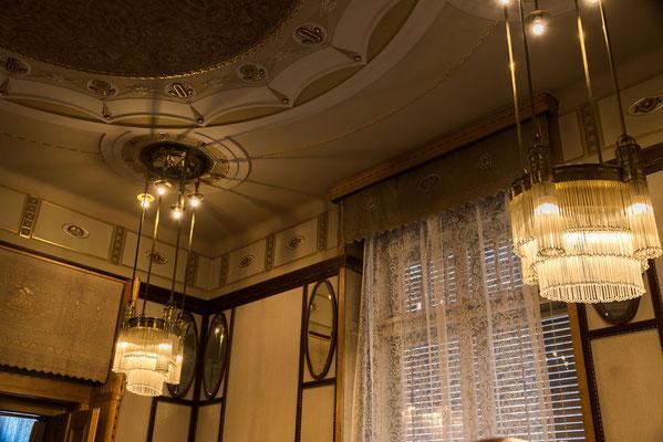 Jugendstil Deckenlampen im Sitzungssaal