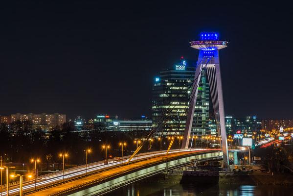 Brücke des Slowakischen Nationalaufstandes mit dem schön sichtbaren UFO (Restaurant)