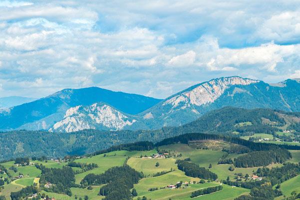 die Rote Wand, links davon der Röthelstein, dahinter das Rennfeld