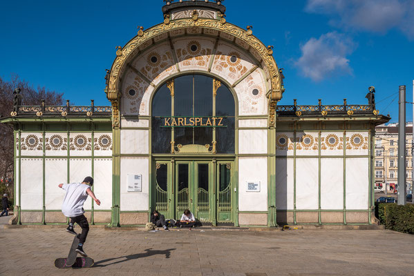 Otto Wagner Stadtbahn-Pavillon am Karlsplatz. Vor 100 Jahren wurde die Wiener Stadtbahn eröffnet. Architektur und Design stammen von Otto Wagner, dem wichtigsten österreichischen Architekten der Jahrhundertwende.