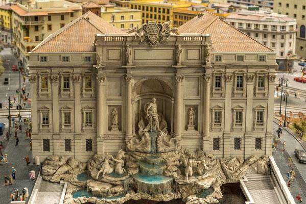 "Trevibrunnen in Rom. Bekannt geworden durch Federico Fellinis Film ""La Dolce Vita"""