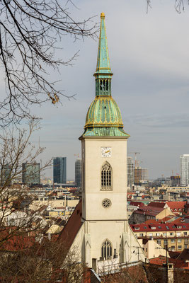 Martinsdom, Gotisch-romanischer katholischer Dom und Krönungskirche aus dem 13. Jahrhundert mit 4 Kapellen und 3 Schiffen.