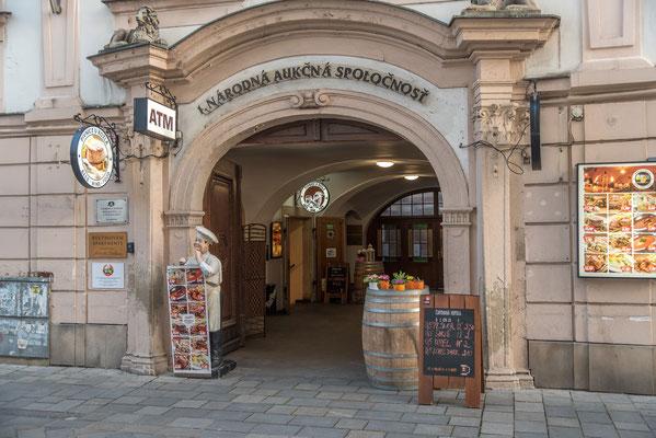 Restaurant Bivnice u Kozla, Panská 27 Bratislava,mit einer großen Auswahl schmackhafter Gerichte.