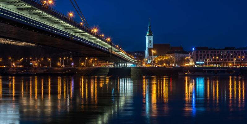 Brücke mit dem Martinsdom