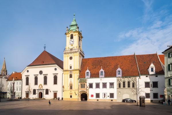 Jesuitenkirche und Stadtmuseum (Altes Rathaus)