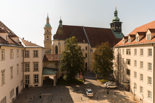 Blick vom Fenster der Burg zum Grazer Dom.