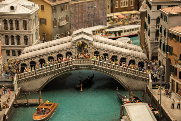 Die bekannte Rialtobrücke in Venedig