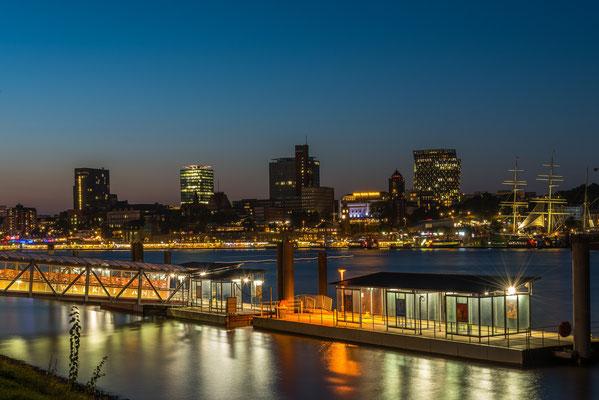 Skyline Hamburg. Blick über den Hafen