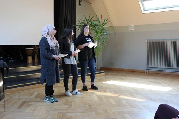Schülervertreterinnen Samia, Eda, Lorisa