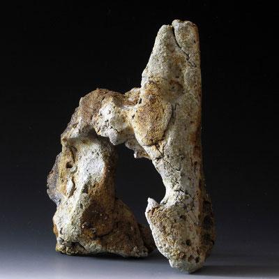 Passage. Grés et minéraux volcaniques. Vendu