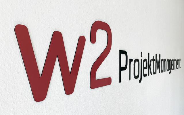 3D-Wandbeschriftung in Meetingraum aus gefrästen Einzelbuchstaben einer bedruckten Aluminium-Verbundplatte