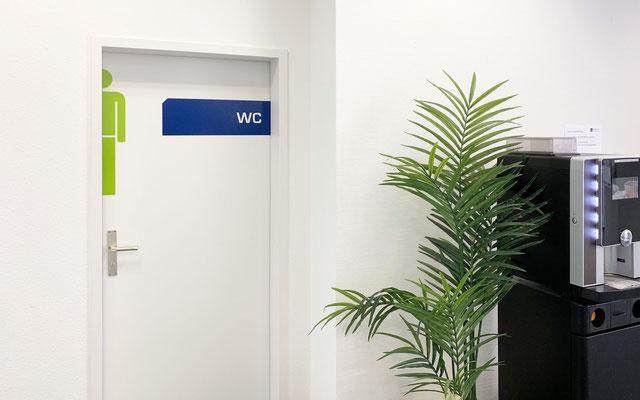 Türbeschriftungen mit Folie in Schulungsräumen bzw. Büro oder Praxis (© WÖRLE medien, Werbetechnik Würzburg)