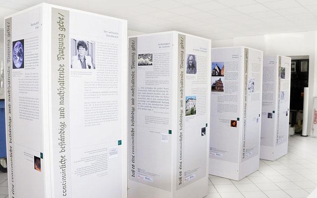 Folierung von Infokästen für eine Ausstellung