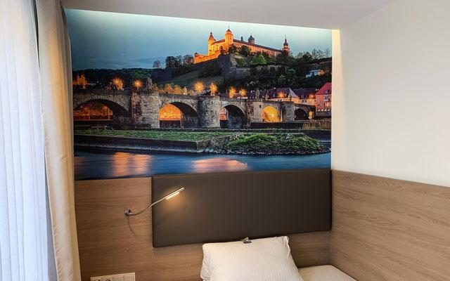 Fototapete mit eigenem Wunschmotiv und Format; Fotowand, Wandfoto, Bilderwand, Wandmotiv, selbstklebende Fototapete