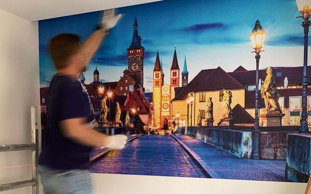 Innenwand-Veredelung durch individuell bedruckte und selbstklebende Fototapete mit eigenem Bildmotiv
