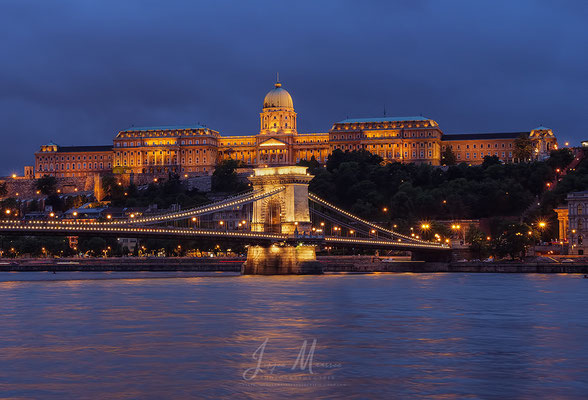 Kettingbrug met Buda Burcht - Chain Bridge with Buda Castle.
