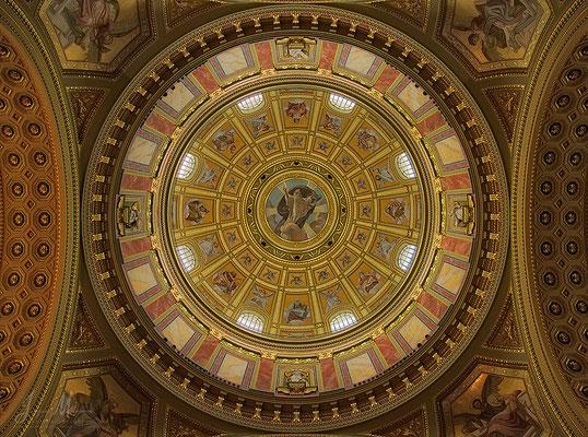 Plafond grote koepel Sint-Stefanusbasiliek - Ceiling cupola St. Stephens Basilica.