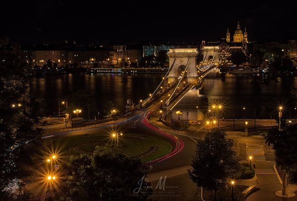 Zicht op Kettingbrug en Sint-Stefanusbasiliek - View on Chain Bridge and St. Stephens Basilica.