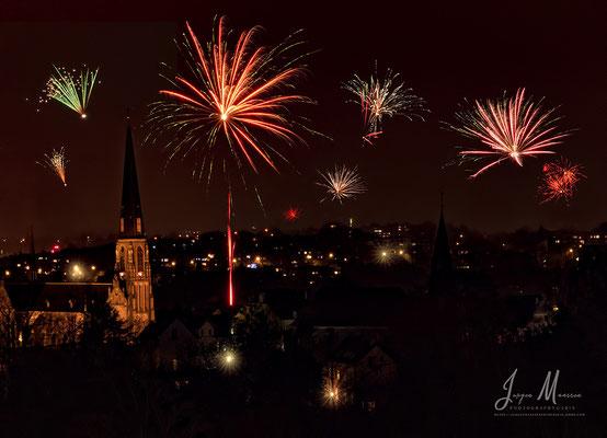 Vuurwerk boven Vaals en Aachen - Fireworks above Vaals and Aachen.