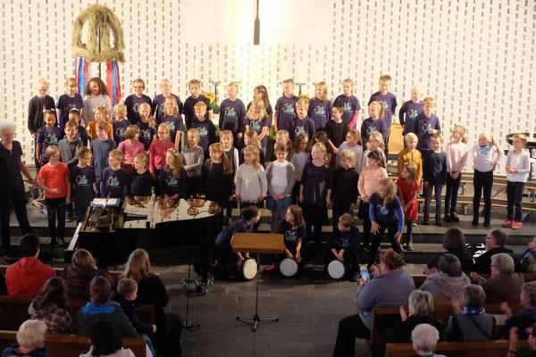 Der CHOR in der Oberstadt eröffnete am 8.10.2016 die Nacht der Chöre in der St. Petri-Kirche in Geesthacht.