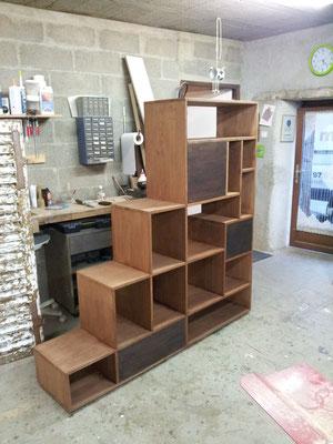 séparation de pièce étagère bibliothèque chataignier fabricant meuble Morbihan