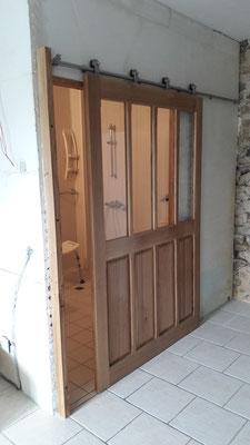 création porte vitrée chêne massif SDB ebeniste menuisier Morbihan Vannes Elven