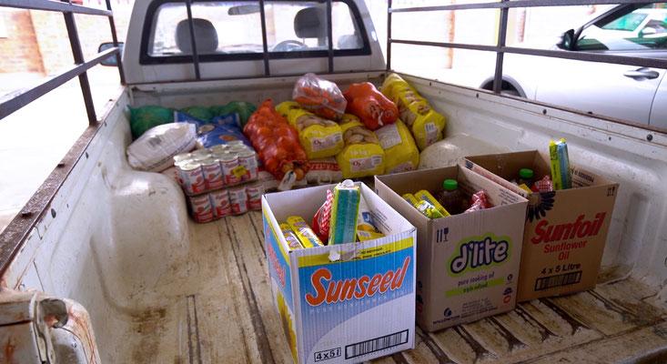 Essenspakete für die Vorschulen in Muden und Keates Drift