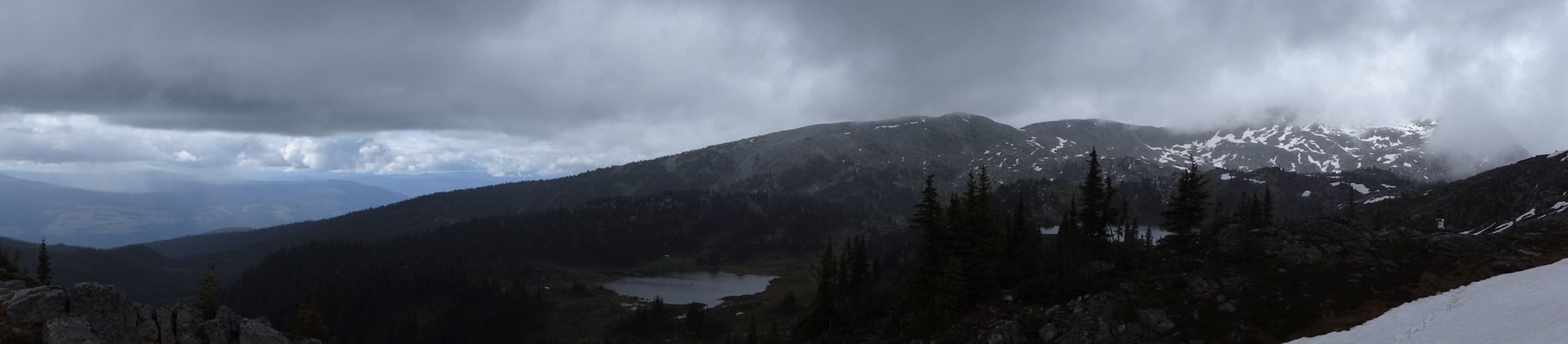 Verregneter Blick auf den Sheila Lake