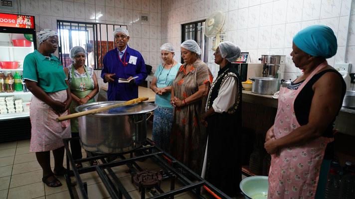 Das Team der Suppenküche um Mr. Aheer