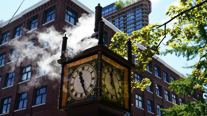 Dampfuhr in der Altstadt Gaston