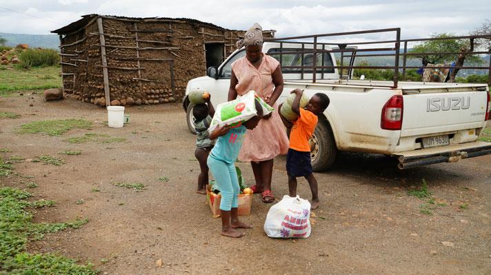 Familie, die regelmässig von Karel Hilfspakete bekommt