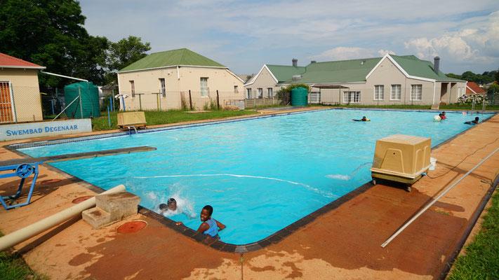 Schwimmbad im Kinderheim