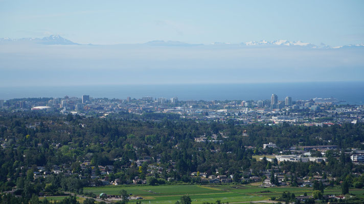 Blick auf Victoria und Rocky Mountains im Hintergrund (USA)