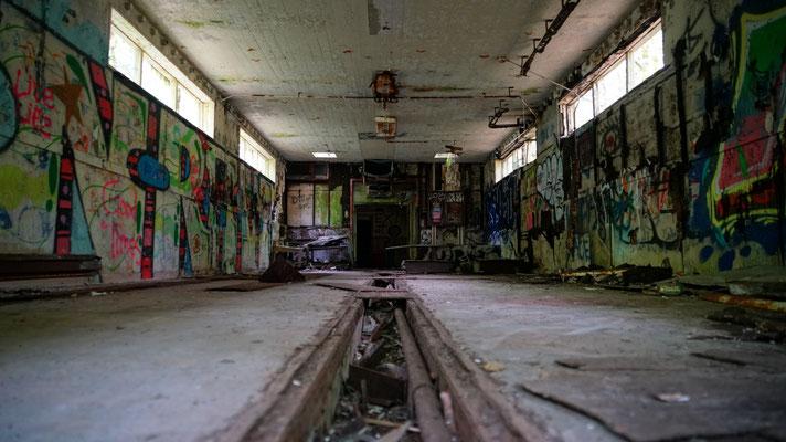 altes Maschinenhaus auf dem Weg zur Absturzstelle
