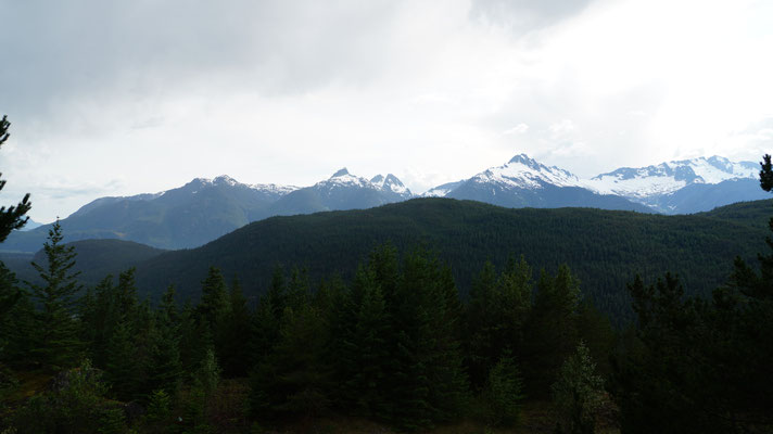 ein halbwegs klarer Blick auf die Berge auf dem Weg nach Whistler