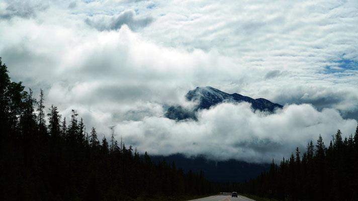 Wolkenstimmung über dem Icefield Parkway