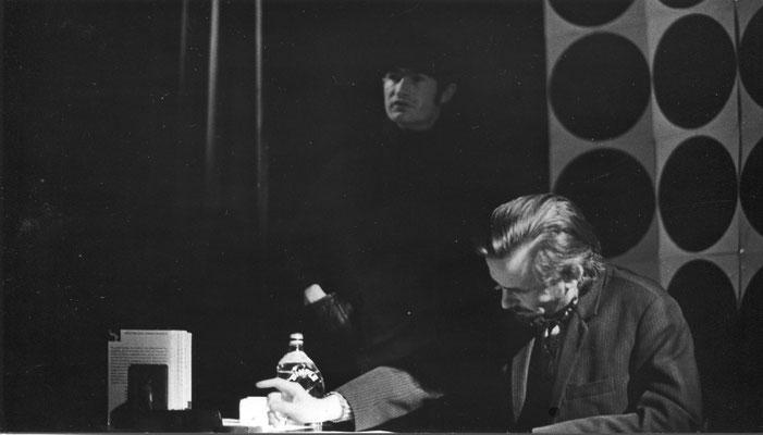 """vorne: Erwin Freitag als """"der Mann"""" / hinten: Albert Scherrer als """"der Andere"""""""