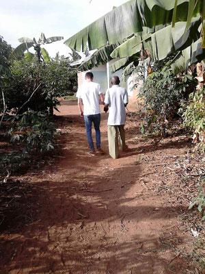 Fabi und Mr. Joseph, der Blindenlehrer an der Mseto.