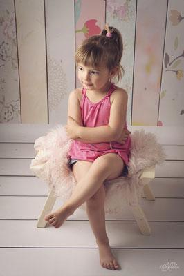 photo-photographe-portrait-enfant--extérieur-lifestyle--shooting-martigues-aix-marseille-chateauneuf-13220
