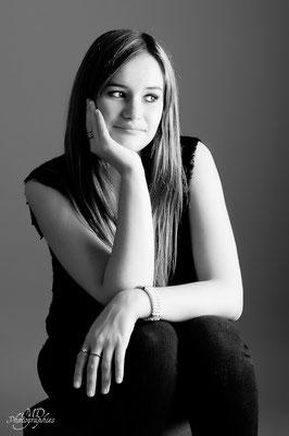photo-photographe-portrait-femme- studio-lifestyle--shooting-martigues-aix-marseille-chateauneuf-13220