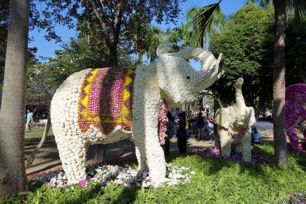 Ein weißer Elefant aus Blumen